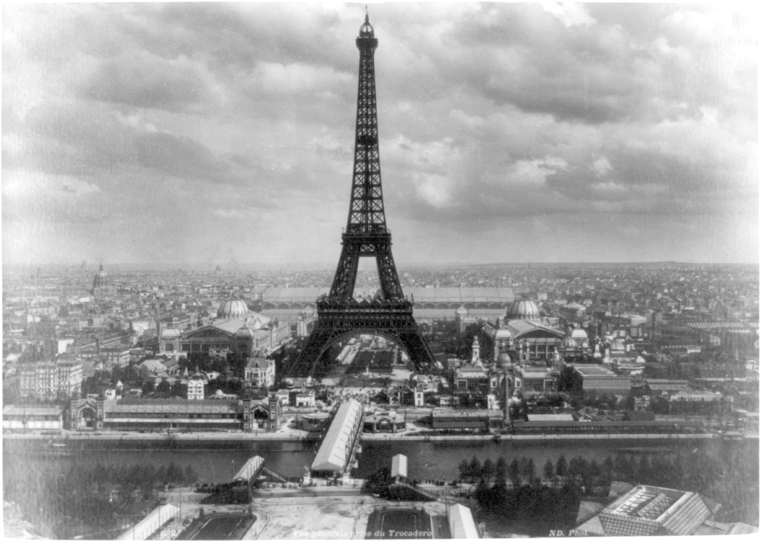 paris the eiffel tower holiday and travel europe. Black Bedroom Furniture Sets. Home Design Ideas