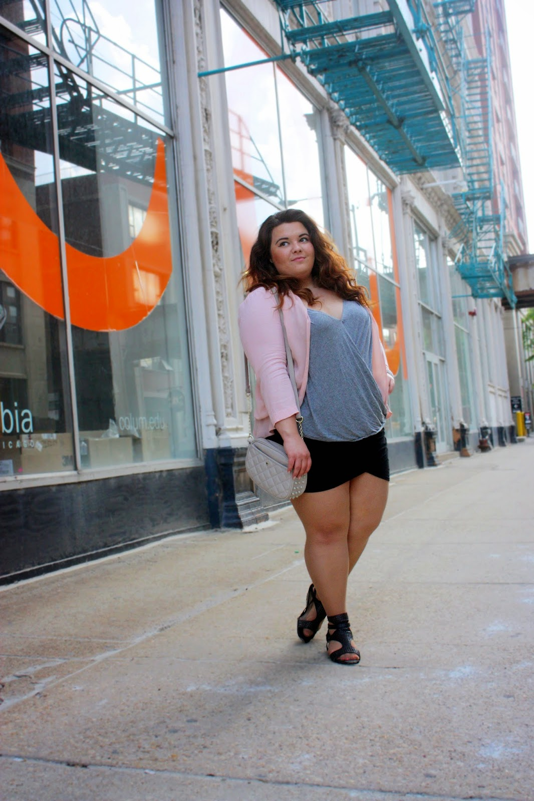 plus size fashion blogger, Business casual, plus size fashion, skirt, curvy fashionista, summer style, chicago, natalie in the city, natalie craig, columbia college chicago, nude bags, short skirt, curvy girl, curly ombre hair, pastels