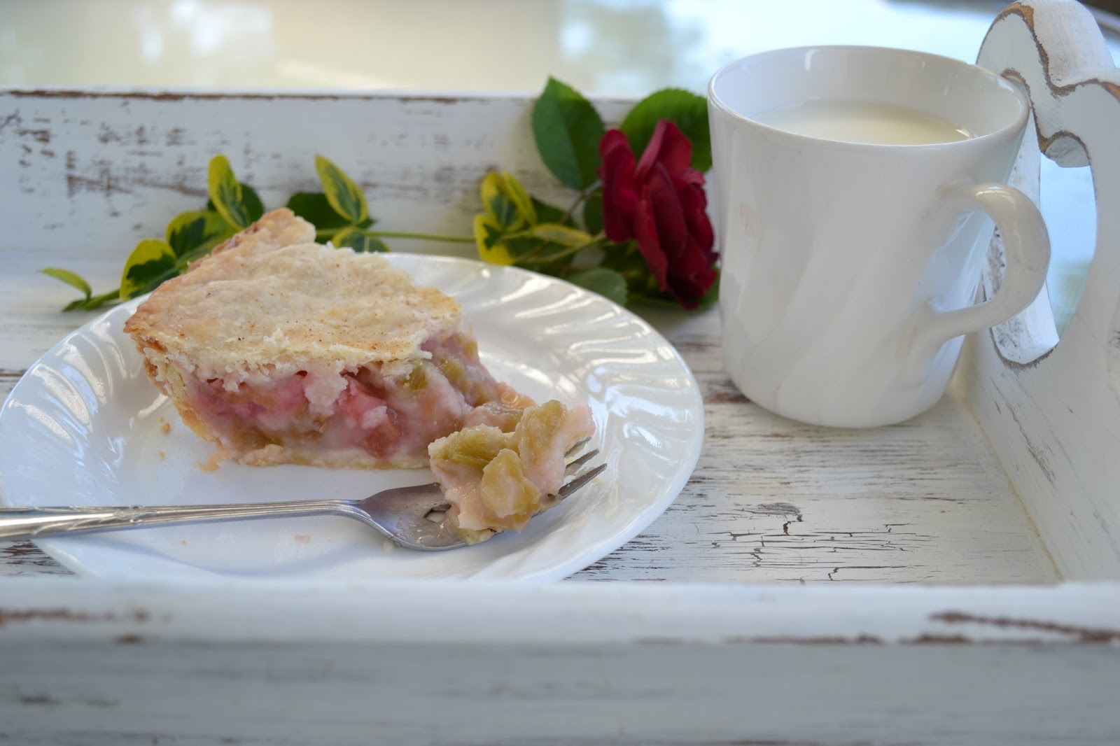 Let It Shine: Simple Rhubarb Pie Recipe