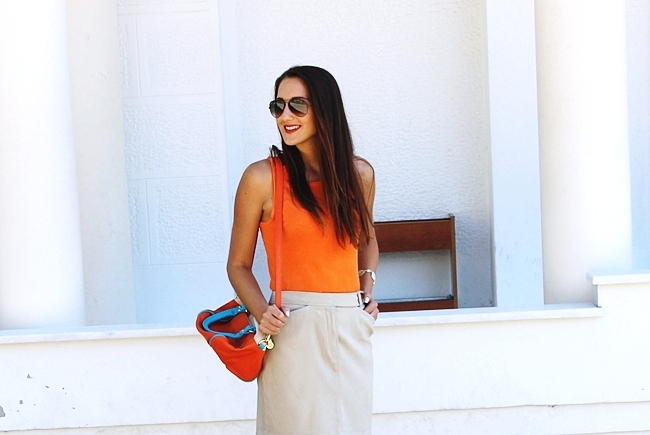 Mexx beige mini skirt.Orange knitted top.Color block bag.Ray-Ban sunglasses.Fresh summer looks.Najbolji letnji outfiti.