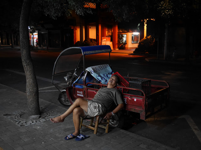 man sleeping in Ganzhou, Jiangxi