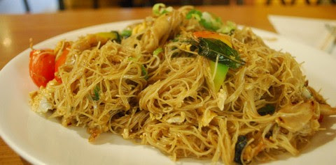 Fried Rice Vermicelli with Chicken, Egg, and Basil