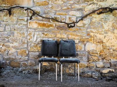 Dos sillas y una parra