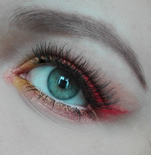 Makijaż kontrastowy, czyli ciepło-zimno - makijaż 2 w 1