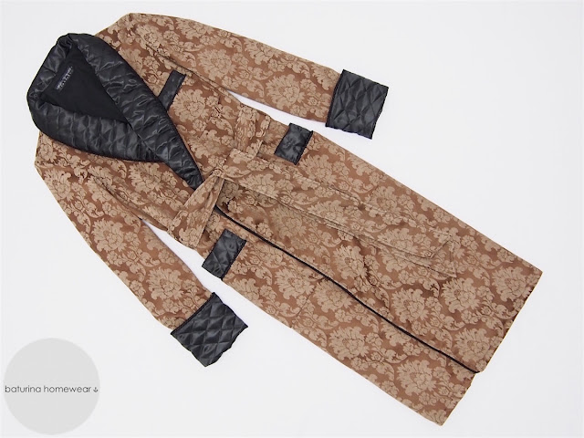 Men's warm and extra long tailored dressing gown with paisley print and quilted silk collar