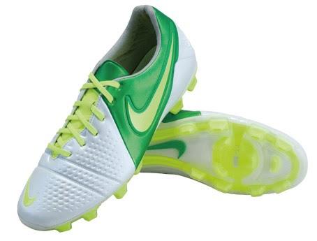 Estas son las nuevas botas de fútbol con las que Nike pretende revolucionar  el mercado en la temporada 2012 y 2013 c011f726b9eb4
