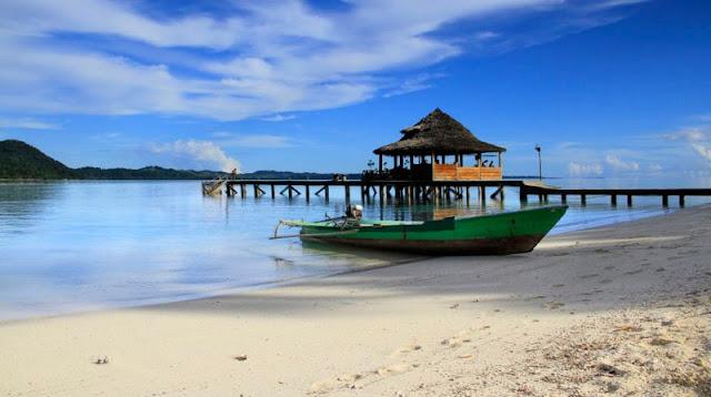 Pantai Terindah Itu Ada di Maluku