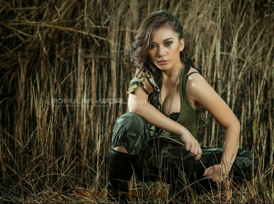 Abg Montok Foto Wiwid Gunawan Majalah Popular: SEXY ARMY ANGEL AQILA FEAT AUDREY JUNE GALERI FOTO