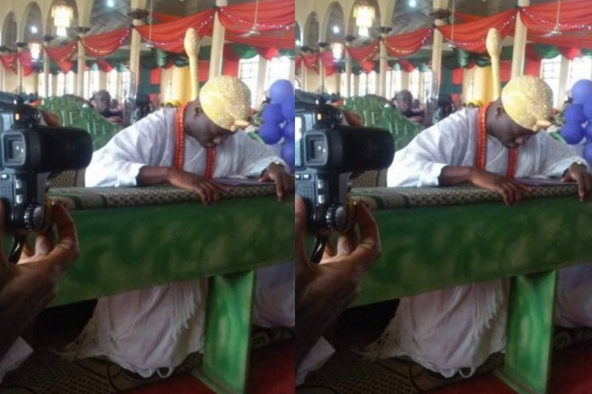 ogunwusi kneels down pray church