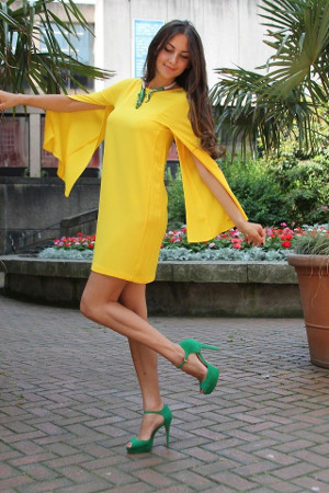 yellow dress with green shoes