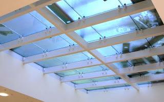 стеклянный потолок на балках