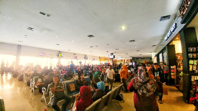 Ruang tunggu terminal B Bandara Adi Sutjipto Yogyakarta