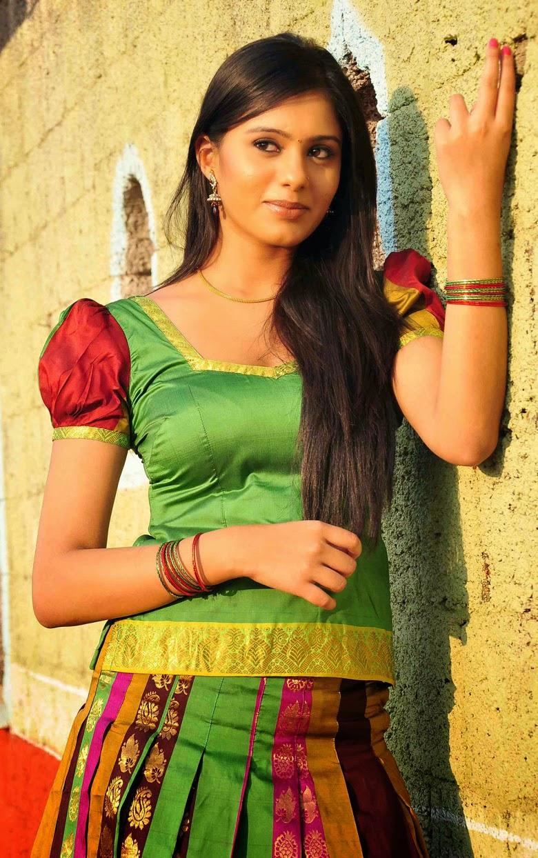 Tamil Actress Deepa Sannidhi Latest Spicy Stills -1126