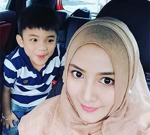 Adhe Nurul Selfie