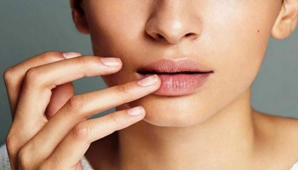 4 Cara Menghilangkan Kerutan pada Bibir Agar Terlihat Cantik Mulus Alami