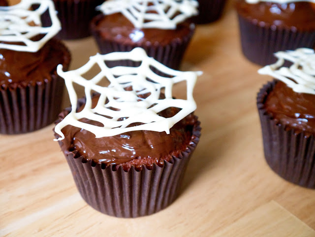 red velvet halloween cupcakes