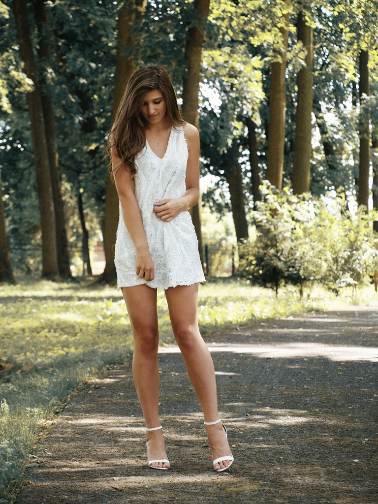 WHITE SEQUINS DRESS | simplee