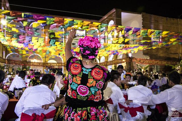 mujer tehuana en vela sandunga