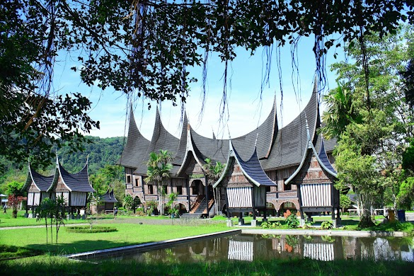 Tips Liburan Traveling Ke Kota Padang Sumatera Barat Pertama Kali: Jelajahi Nagari Minangkabau Surganya Wisata Membuat Traveler Menggila Dibuatnya