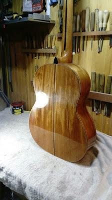 Guitarra Antilko del luthier Claudio Rojas - caja barnizada