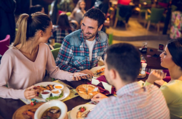 Trucos de los restaurantes para hacerte comer más