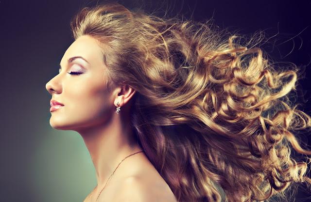 موضة الشعر المجعَّد تعود من جديد !