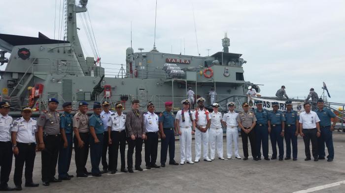 HMAS Yarra transit di Makassar