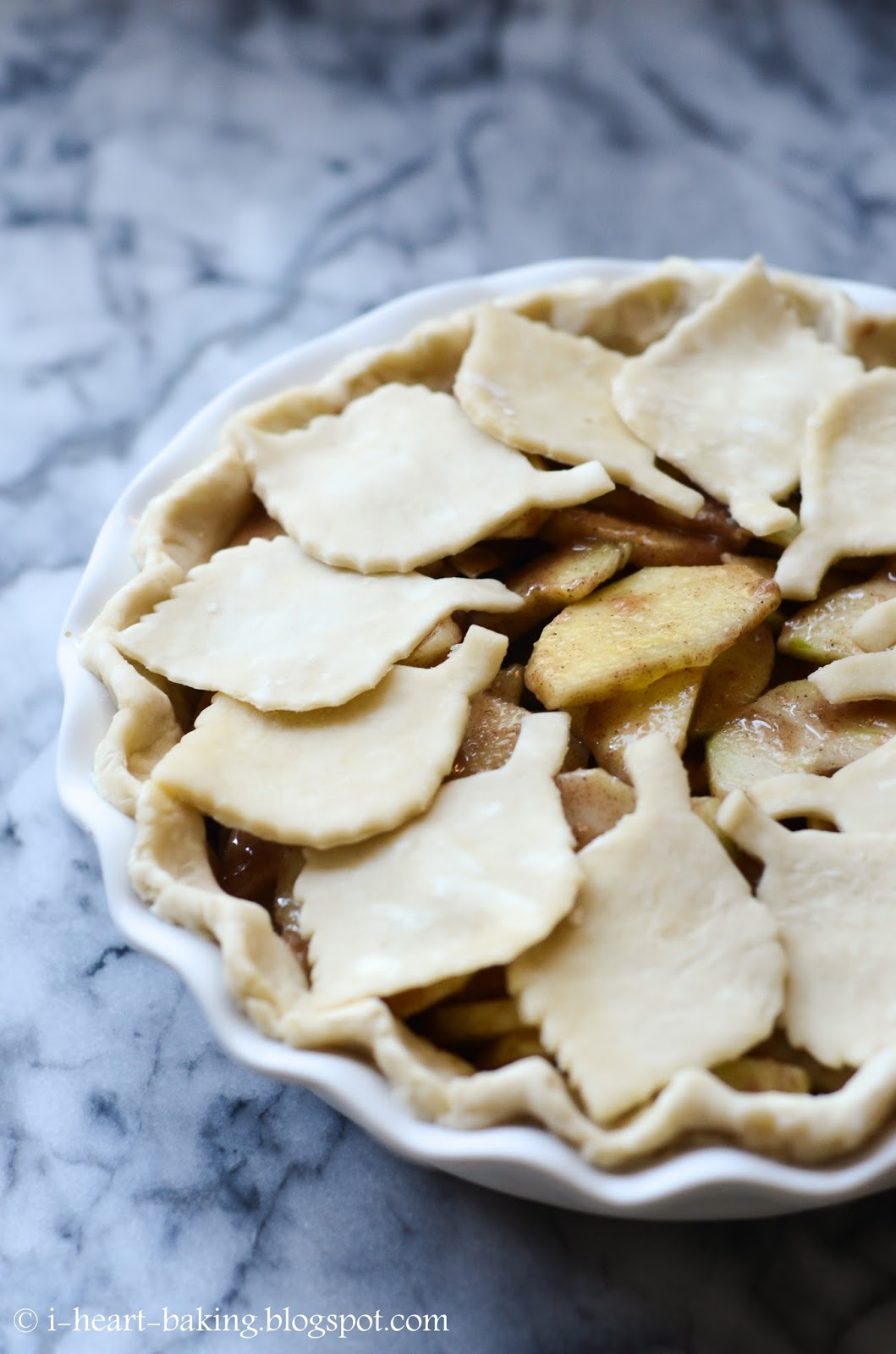 i heart baking fall leaf cutout apple pie