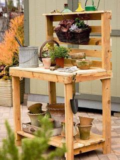 mueble para jardineria hecho con palets de madera