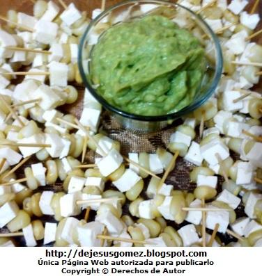 Foto de bocadillos de granos de choclo con queso en cuadradito. Imagen de bocadillo de Jesus Gómez