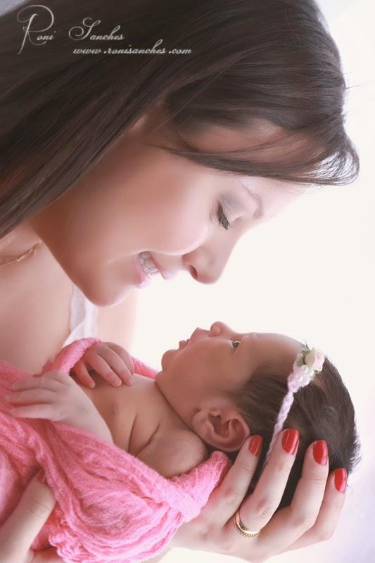 Mamãe e filhinha newborn