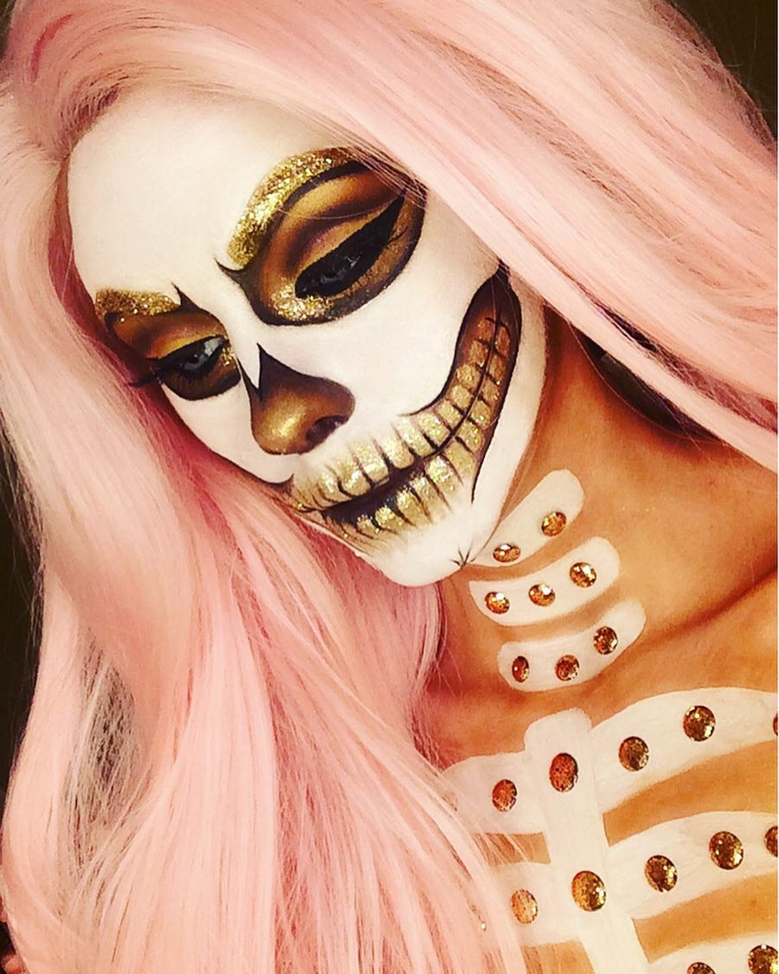 05-White-skull-Halloween-Jade-Deacon-Fantasy-Transformations-for-Halloween-with-Body-Paint-www-designstack-co