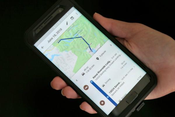 تقارير: جوجل تتعقب المستخدمين حتى بعد تعطيل ميزة سجل المواقع
