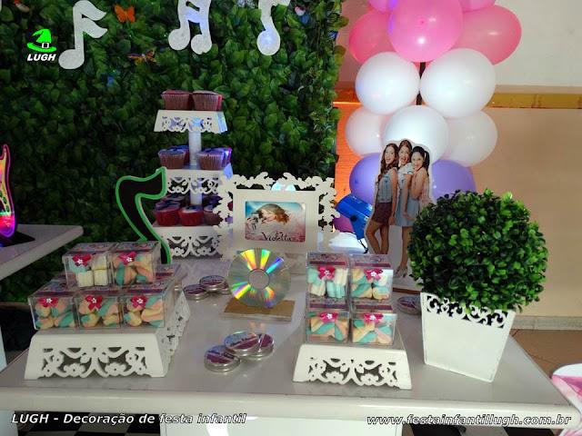 Decoração de aniversário Violetta provençal com muro inglês