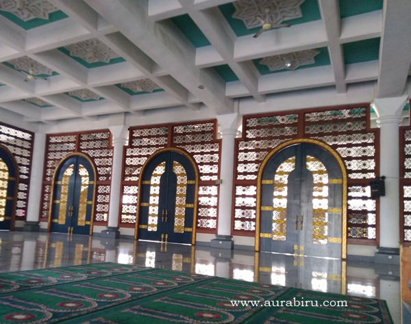 Pintu Masjid Al Akbar