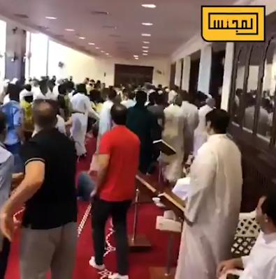 قيام رجل بمحاولة تفجير نفسه, حزام ناسف, مسجد بالكويت, خطيب الجمعة,