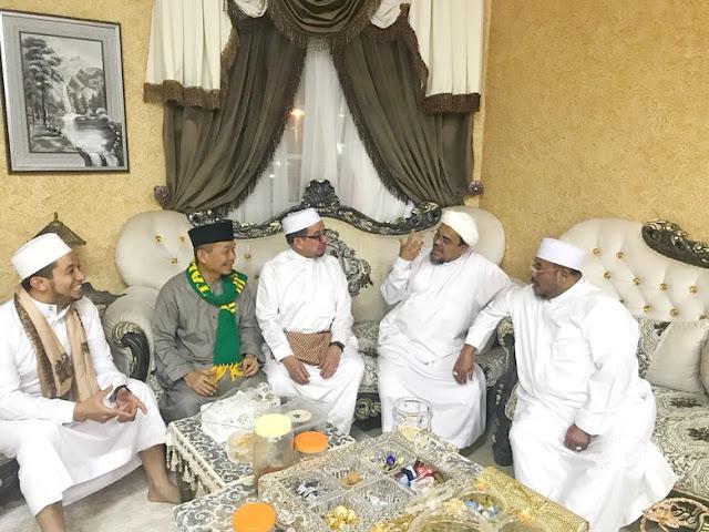 PKS Temui Habib Rizieq Di Mekah, Ini Isi Obrolannya