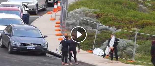 Jesse Mendes e Mikey Wright brigam depois do freesurf