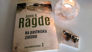 """Rodzinnych sekretów ciąg dalszy, czyli recenzja powieści Anne B. Ragde """"Na pastwiska zielone""""."""