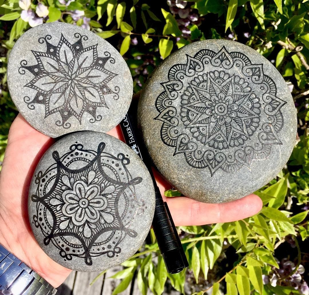 02-Mike-Pethig-Precise-Hand-Drawn-Stone-Mandala-Drawings-www-designstack-co