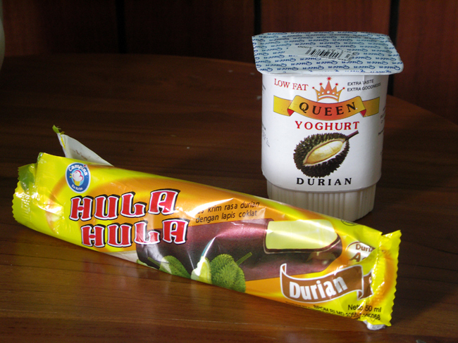 śmierdzący owoc durian - owoce Indonezji
