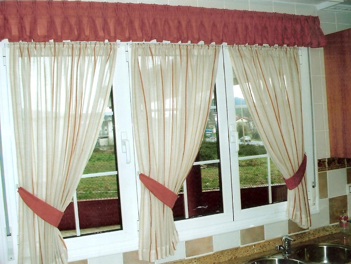 Gu a de cortinas estores enrollables para tu cocina for Cortinas de tela para cocina