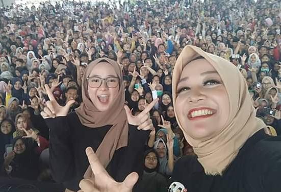 Nissa Sabyan Acungkan Dua Jari, Jutaan Milenial Solid Pilih Prabowo-Sandi