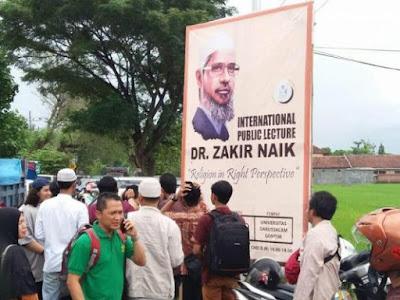 DR Zakir Naik: Dari Sound System, Jaga Wudhu, Hingga Berdiri 4 Jam Lebih