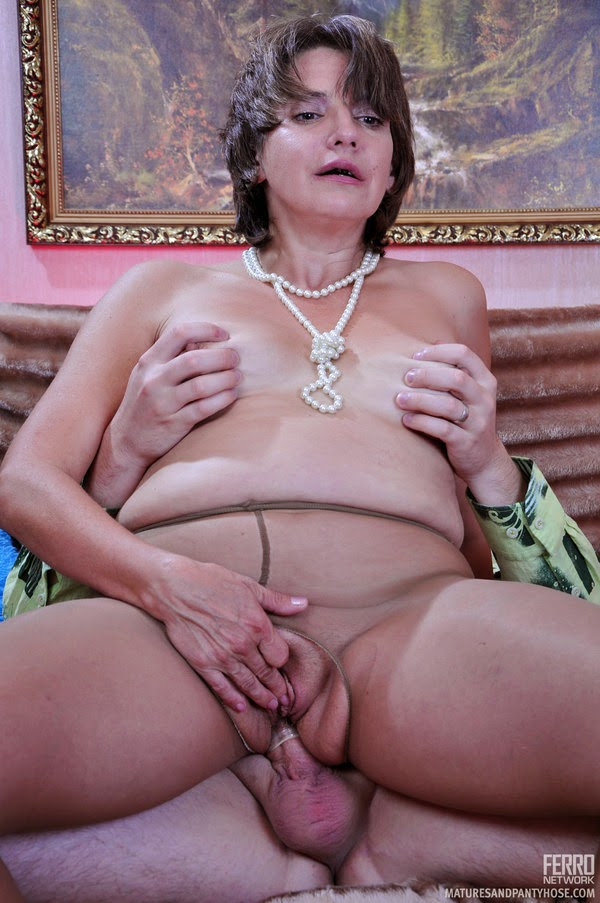 Matures And Pantyhose Horny 4