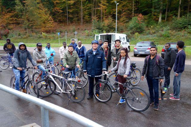 fl252chtlingshilfe badenbaden waldsee fahrradpr252fung