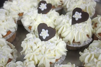 Edelweiss-Cupcakes zur Hochzeit von der Konditorei Krönner Garmisch - heiraten am Riessersee