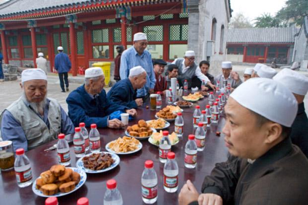 China Tindak Keras Muslim yang Berpuasa Ramadhan