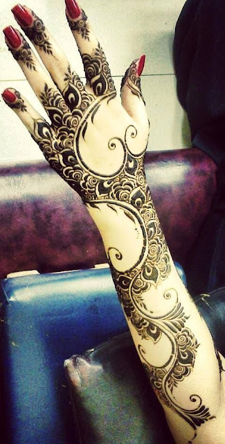 elegant mehndi design