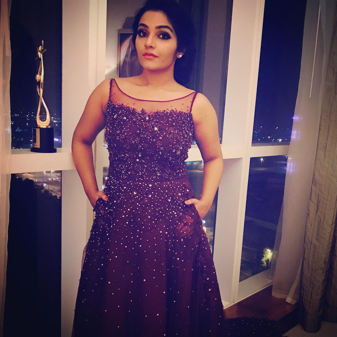 Rajisha Vijayan Hot Navel Photos